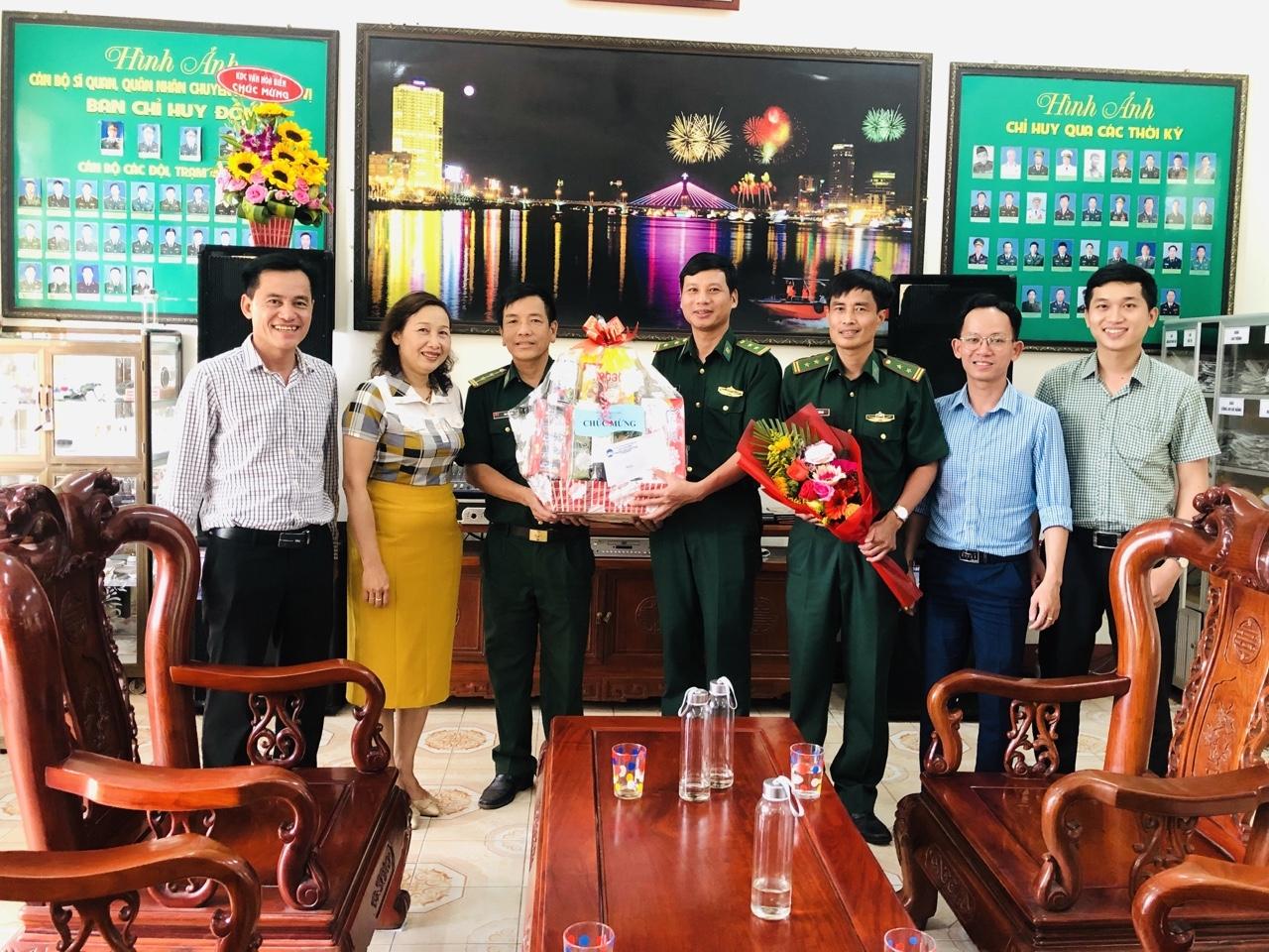 Quận Đoàn thăm, tặng quà Đồn biên phòng Hải Vân