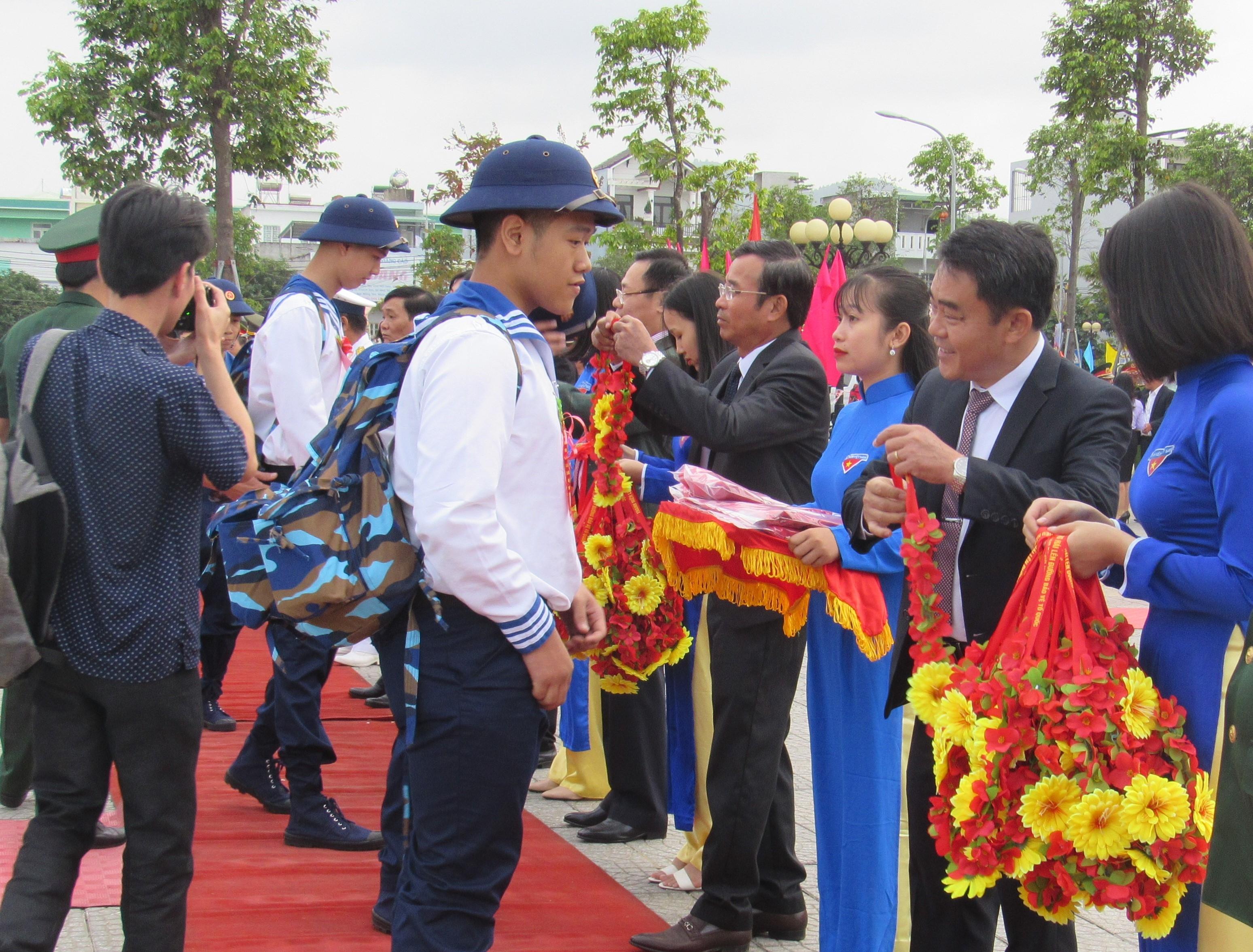 Thanh niên Liên Chiểu hăng hái lên đường bảo vệ Tổ quốc