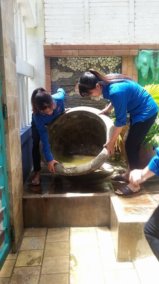 Hòa Khánh Bắc ra quân xóa quảng cáo rao vặt đẩy mạnh năm văn hóa văn minh đô thị và vệ sinh môi trường phòng chống sốt xuất huyết