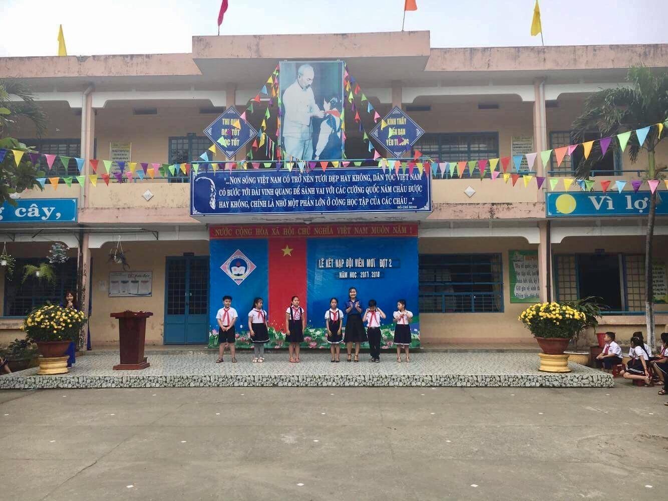 Hòa Hiệp Nam tổ chức kết nạp Đội năm 2018