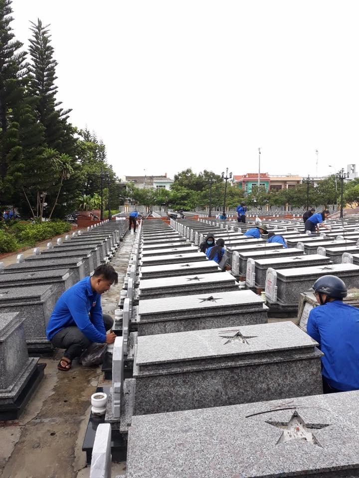 Tuổi trẻ Liên Chiểu ra quân dọn vệ sinh các Nghĩa trang Liệt sỹ, Khu di tíchkỷ niệm 71 năm ngày thương binh liệt sỹ (27/7/1947 – 27/7/2018)